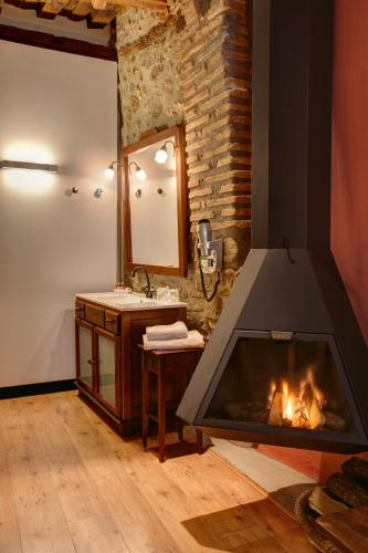Deluxe Double Room with fireplace and arc Hotel La Freixera 2