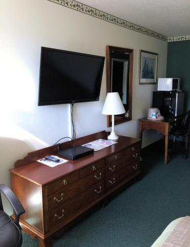 Camden Riverhouse Hotel And Inn - Camden, ME 04843