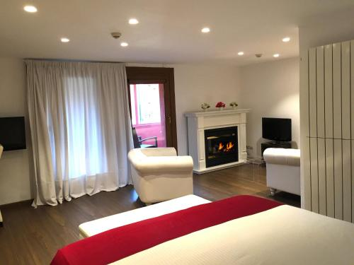 Suite Junior con chimenea y acceso al spa Hotel Del Lago 40
