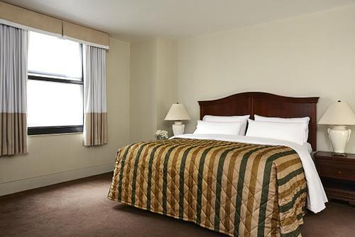Hotel Pennsylvania Классический номер с кроватью размера «king-size», подходит для гостей с ограниченными физическими возможностями