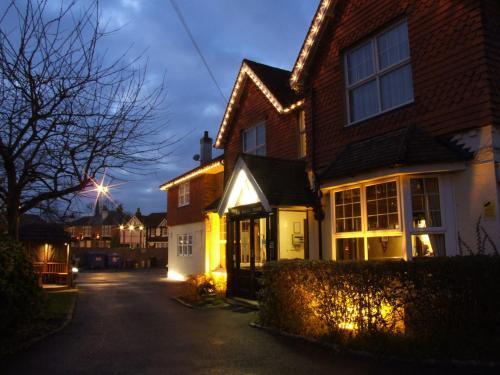 . Corner House Hotel Gatwick