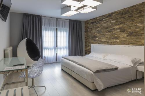 Habitación Deluxe con cama extragrande Lar de Donas 1