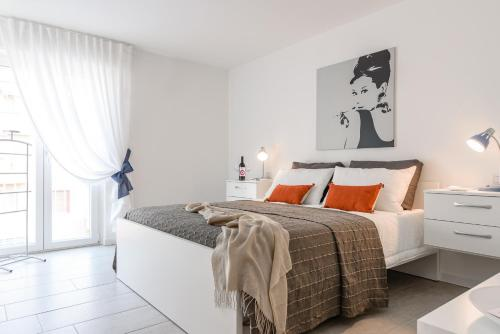 Hotel Marina's White Apartment