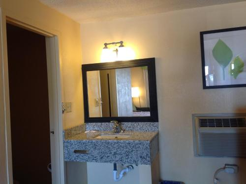Diamond Inn & Suites