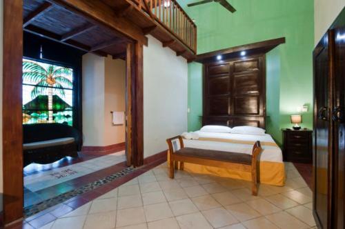 105 Calle El Consulado, Granada, 43000, Nicaragua.