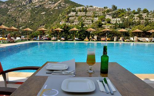 Фото отеля Ithea Suites Hotel