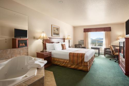 . Grande Cache Inn & Suites