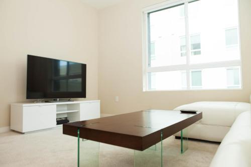Luxury Apartments Near The Grove - Los Angeles, CA 90036