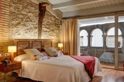 Habitación Doble Deluxe con chimenea y arcos Hotel La Freixera 2