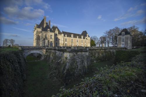 . Chateau De Jalesnes