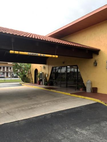 Red Carpet Inn Kissimmee - Kissimmee, FL 34746