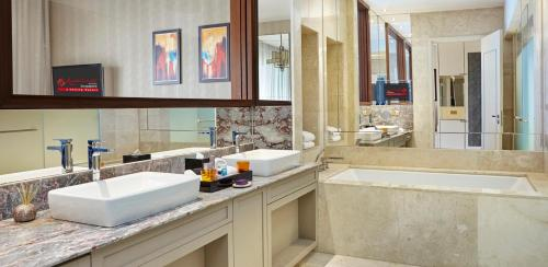 Special Offer - Deluxe Suite with Complimentary F&B Dining Credits