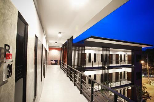 . B-Cozy Hotel