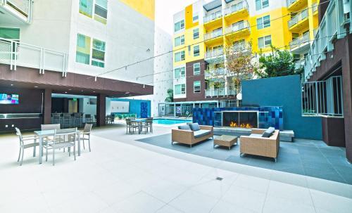 La Central Apartel - Los Angeles, CA 90017