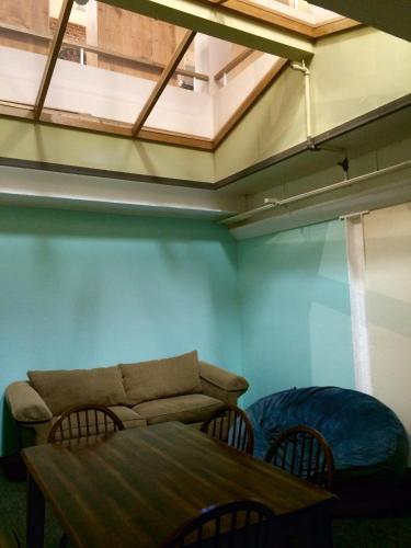 Treasure State Hostel - Bozeman, MT 59715