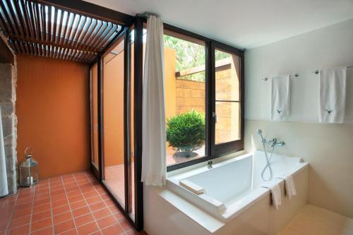 Suite Junior con acceso gratuito al spa Mas Falgarona Hotel Boutique & SPA 10