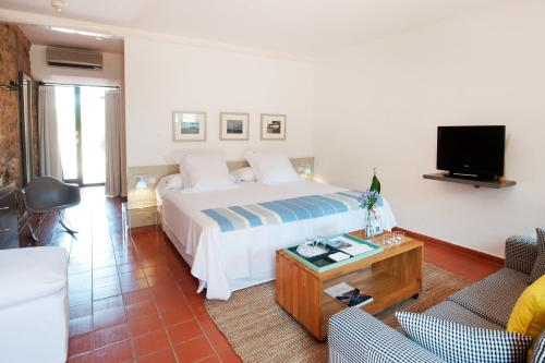 Junior Suite With Free Access to the Spa Mas Falgarona Hotel Boutique & SPA 3