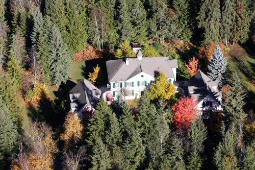 The Inn at the Ninth Hole Bed&Breakfast - Accommodation - Salmon Arm