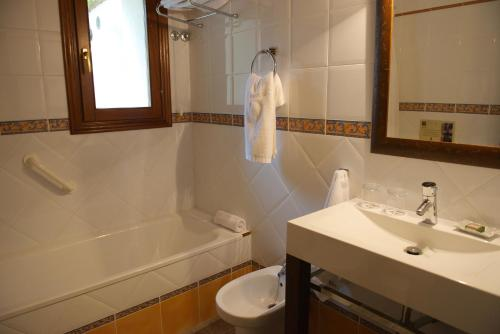 Standard Twin Room - single occupancy Hotel Rural Masía la Mota 9