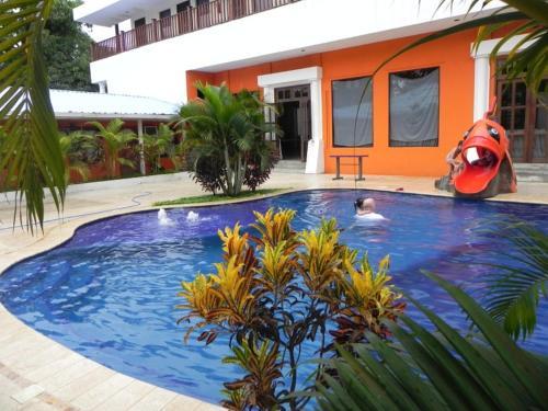 . Hotel Puerto Libre