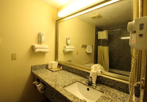 Sunburst Spa & Suites Motel - Culver City, CA 90230