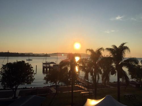Фото отеля Mariners on the Waterfront