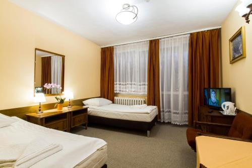 . Hotel PRL RZEMIEŚLNIK