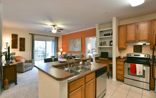 Oakwood Raleigh at Brier Creek - Apartment - Raleigh