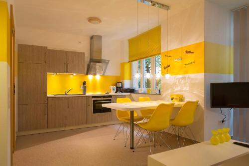 . JB Apartments