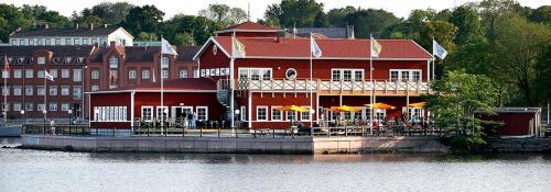 . Badholmen Restaurang & Rum