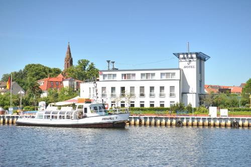 . HafenHotel PommernYacht