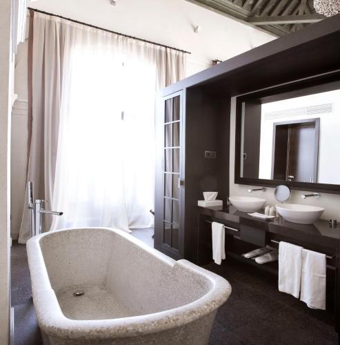 Suite Hotel Palacio De Villapanés 38