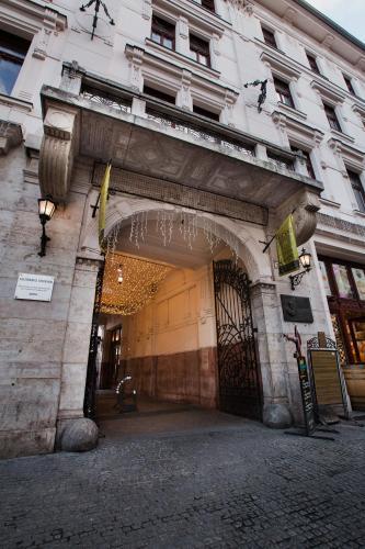 Hotel Gozsdu Court impression