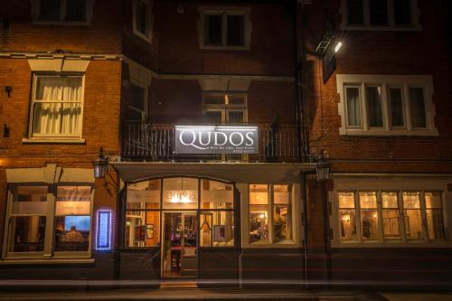 Qudos (Bed and Breakfast)