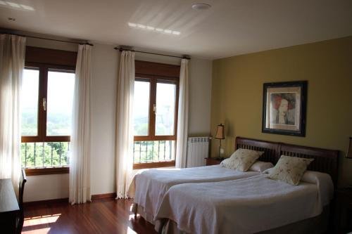 Doppelzimmer (2 Erwachsene + 1 Kind) Villa Mencia 1