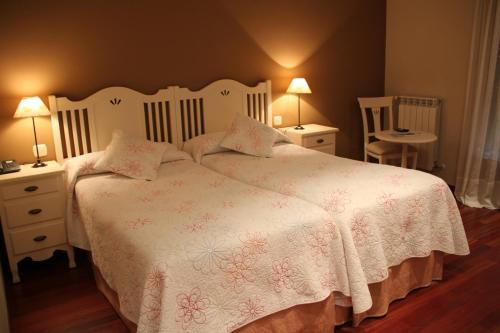 Doppel- oder Zweibettzimmer Villa Mencia 4