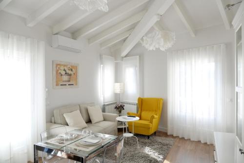 . Navarra Chic Apartment & Terrace