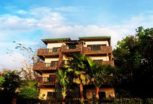 Фото отеля MC Mountain Home Apartelle