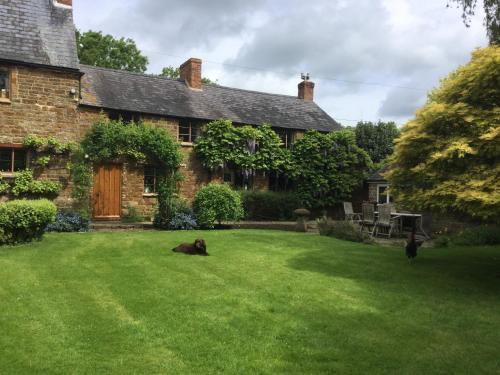 Farnell Fields, Broughton Castle