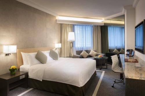 Staycation Offer - (Dine, Shop & Relax): Premier Room with HKD600 Dining Credits & HKD200 Lane Crawford Gift Card (Per Stay)