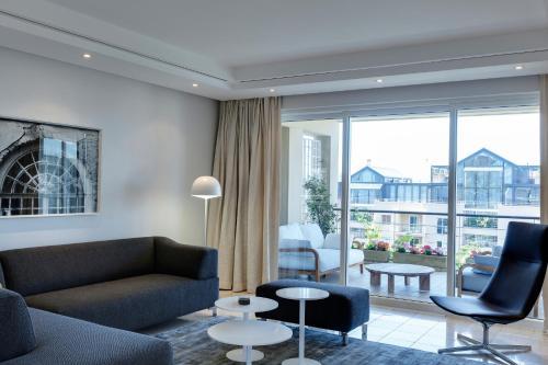 . 401 Apartment