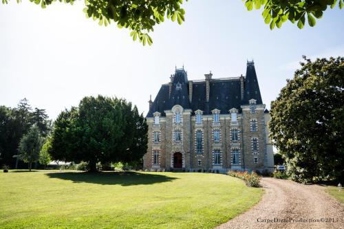 . Au Chateau de Montbraye