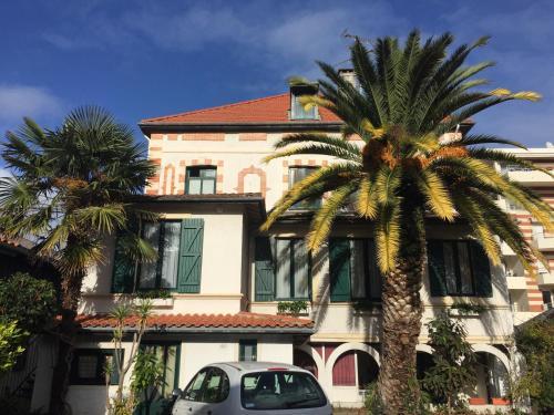 . Hôtel-Résidence Le Grillon