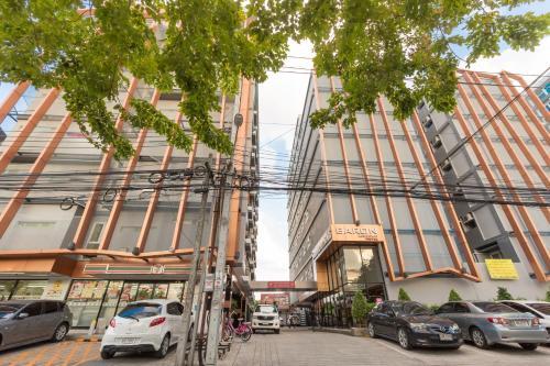 Baron Residence Bangkok photo 10