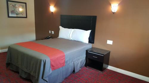 Travelodge Inn & Suites By Wyndham Bell Los Angeles Area - Bell, CA 90201-2524