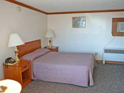 Lincoln House Motel - Lincoln, Maine - Hotel - Lincoln