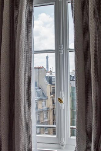 25 Rue Vernet, Paris, 75008, France.