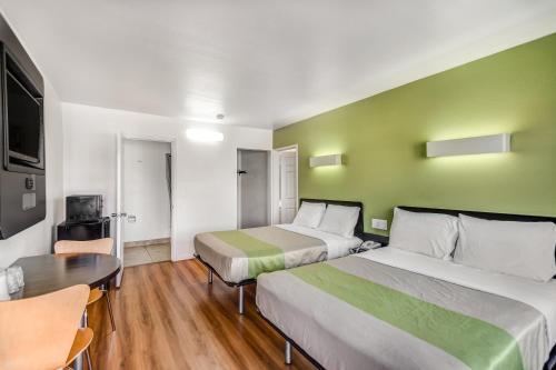 Motel 6 Visalia - Visalia, CA 93277