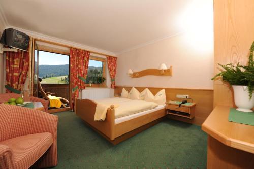 Фото отеля Hotel Neubergerhof