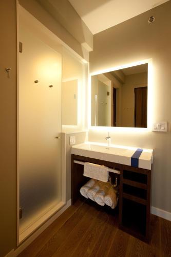 NobleDEN Hotel Двухместный номер Делюкс с 1 кроватью или 2 отдельными кроватями и балконом
